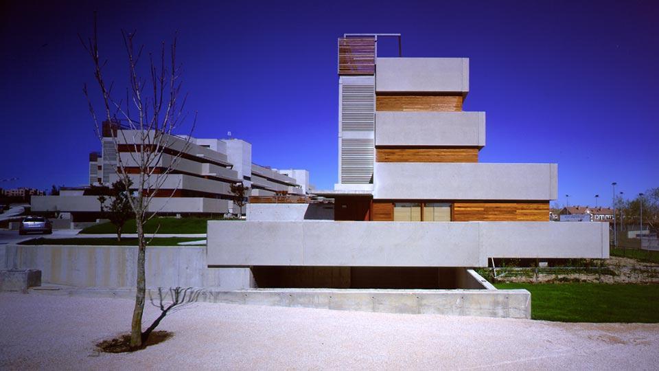 Aranguren gallegos arquitectos dwellings in encinar for Pisos el encinar de los reyes